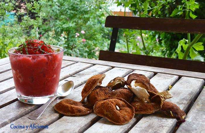 Granizado helado de fresas y yuzu o limón, receta paso a paso.