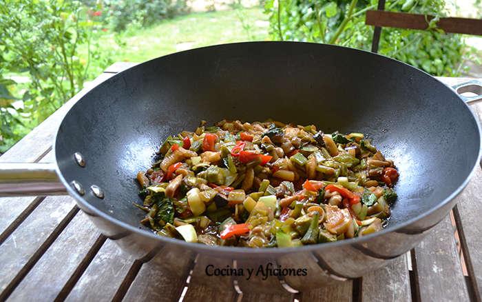 Técnica de cocina: wok de verduras, receta paso a paso.