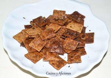 Técnicas de cocina: cuadraditos crujientes de pan picante o especiados, receta paso a paso.