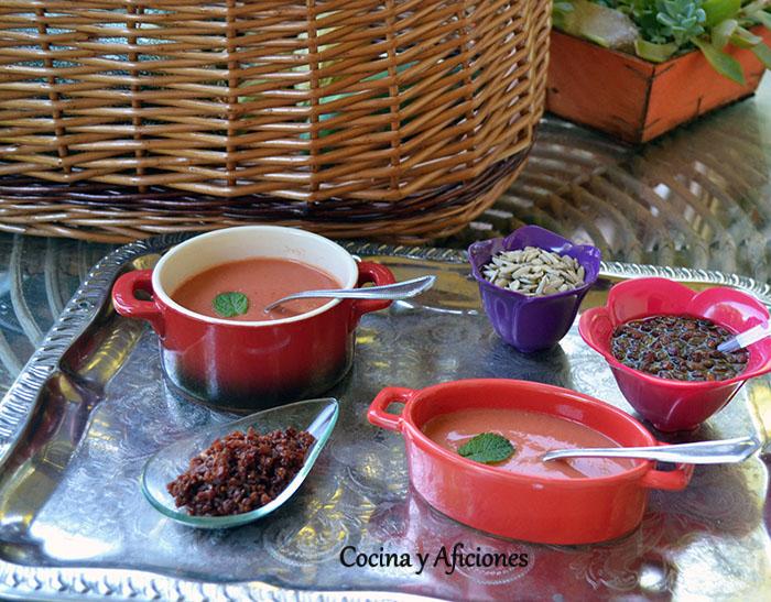 Gazpacho de tomate con fresas, zeresh, naranja y un toque de Palo Cortado, receta paso a paso.