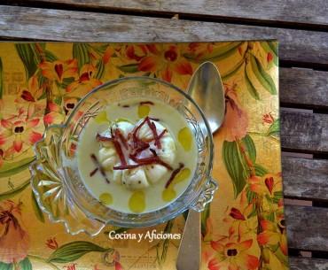 Crema de calabacín, huevo poché y virutas de jamón, receta paso a paso.