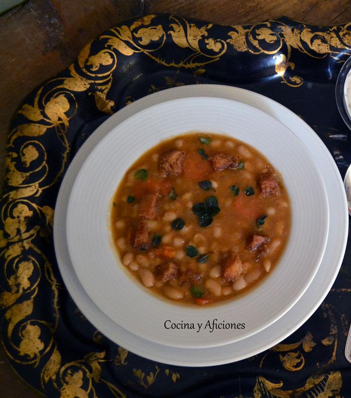 Sopa-de-alubias-blancas-al-estilo-Mediterraneo-1