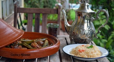 """Guiso de cordero con bamia (ocra) y arroz Mufalfa para """"Cocinas del Mundo"""", receta paso a paso."""