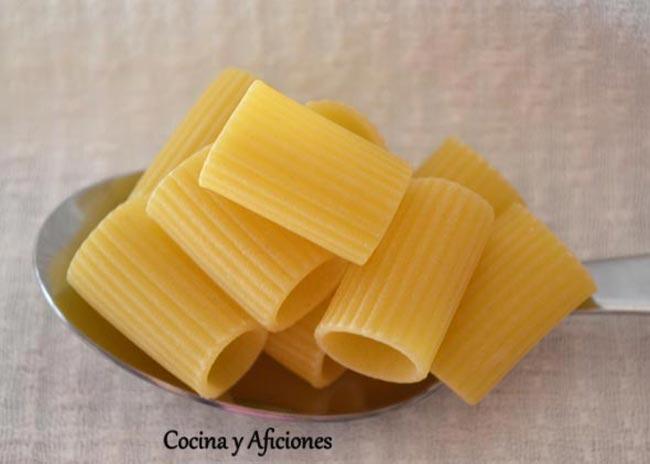 Pasta: rigate maniche mezze