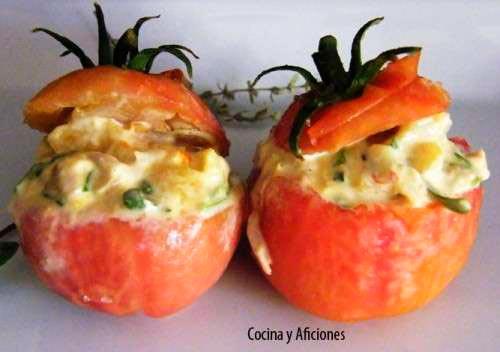 tomates rellenos de farsa de atún al curry