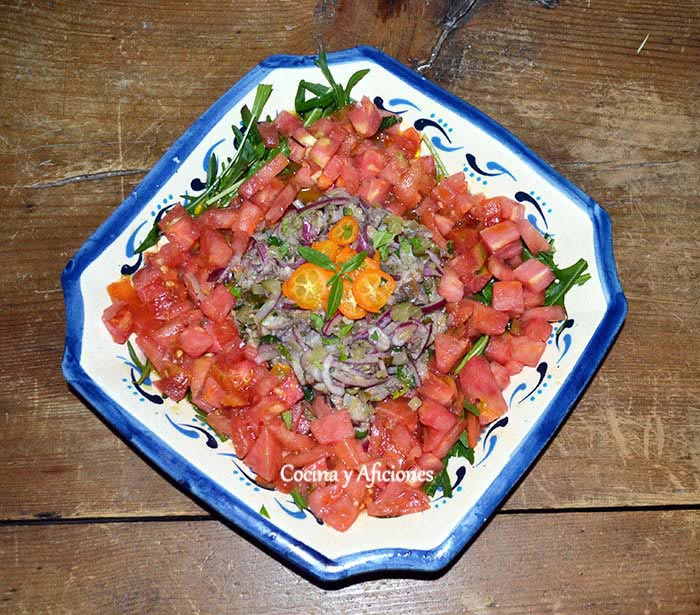 tartar-de-tomate-y-sardinas-de-cubo