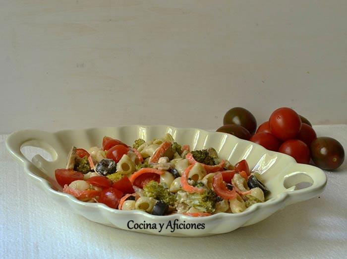 Ensalada de pasta (lumachine) y verduras en texturas, receta paso a paso.