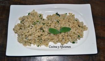 Cebada perlada con hierbas, receta paso a paso.