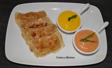 Dim sun o mini empanadillas rellenas de pollo y membrillo con sus salsas, receta paso a paso.