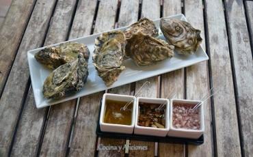 Trío de aliños para acompañar a las ostras: mignonnette tradicional, mignonnette thai y vinagreta cítrica, receta paso a paso.