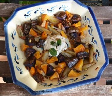 Calabaza asada con cebollitas y patatas, salsa de tahina y za'atar, receta paso a paso.