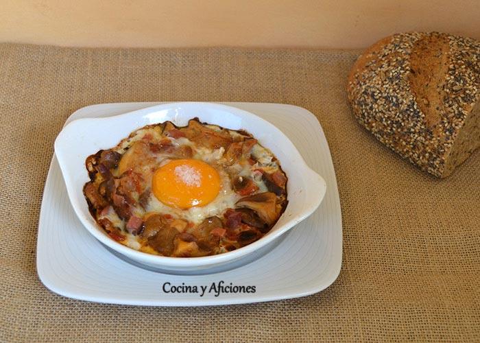 huevos-al-plato-con-setas-de-cardo