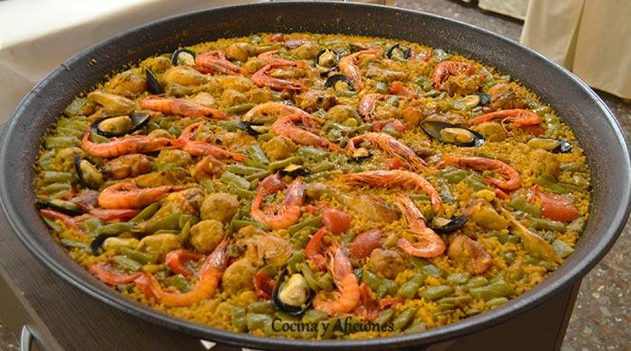 paella-de-verduras-y-gambas