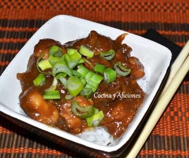 Oyakodon, donburi de pollo y huevos. Receta paso a paso para Cocinas del Mundo.