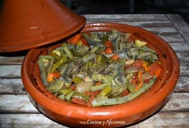 Tajine de verduras con salsa  tahina y vinagreta de jengibre y hierbas, receta paso a paso