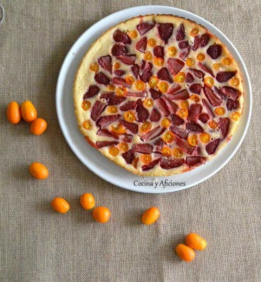 Clafoutis de fresas y kumquats, receta paso a paso.