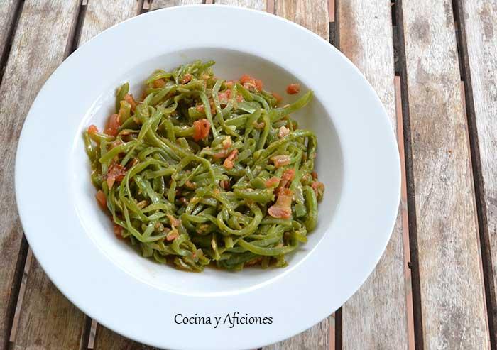 espaguetis-de-judias-verdes-y-tomate