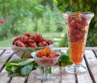 Postre de fresas, kumquats y pistachos, receta paso a paso.