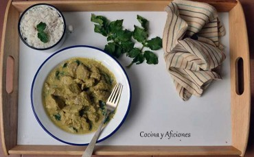 Guiso malgache de cerdo con hojas de patata, receta paso a paso.