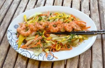 Ensalada vietnamita con gambas, receta paso a paso para Cocinas del Mundo.
