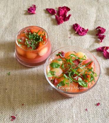 Gelatina de fresas, limón y melón con toque mágico, receta paso a paso.