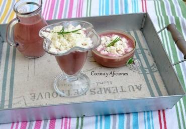Sopa de hojas de remolacha con nieve de queso, receta paso a paso.