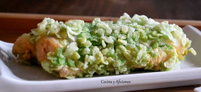 merluza rebozada con arroz verde