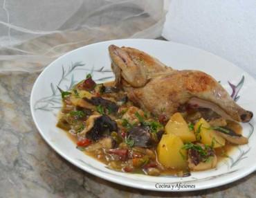 Pollito picantón con verduras y setas, receta paso a paso.