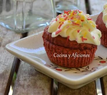 Cupcakes  red velvet con cobertura de queso, receta paso a paso y apuntes.