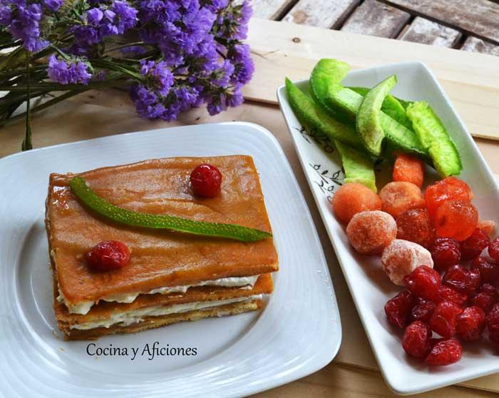 Pastel-de-mousse-de-cava-con-coulis-de-mango-1