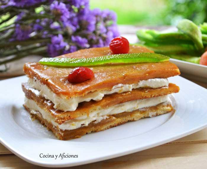 Pastel-de-mousse-de-cava-con-coulis-de-mango