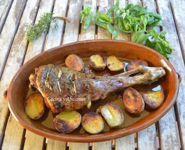 Cordero asado ligero y delicioso, receta para novatos paso a paso.