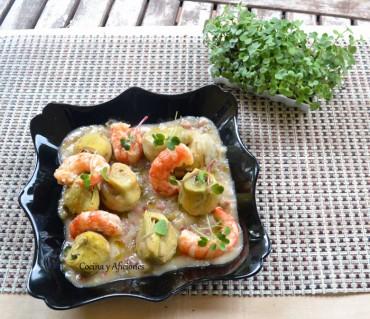 Alcachofas en salsa con jamon y gambas , receta paso a paso