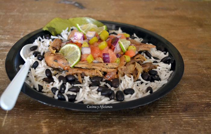 Asado-de-pollo-Jerk-con-arroz-y-frijoles-12