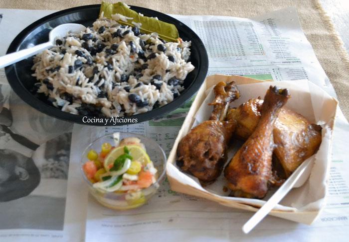 Asado-de-pollo-Jerk-con-arroz-y-frijoles-3
