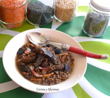 """Lentejas con colmenillas, jamón ibérico y trufa, receta paso a paso para """"En dos cocinas: Menú de invierno""""."""