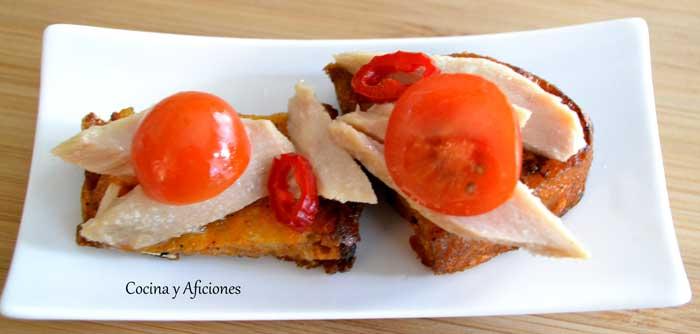 aperitivo-con-torrija--de-tomate-y--atun