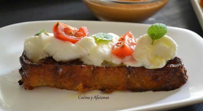 aperitivo-con-torrija--de-tomate-y-mozarella