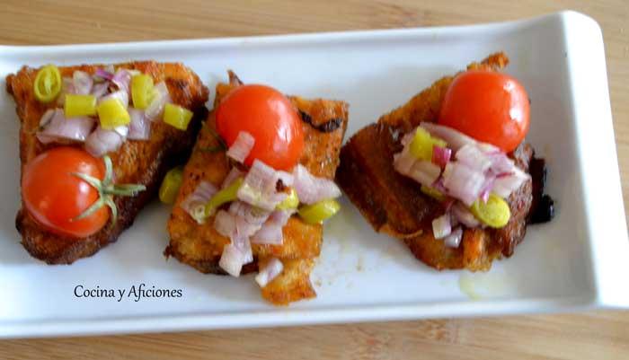 aperitivo-con-torrija--de-tomate-y-piparra
