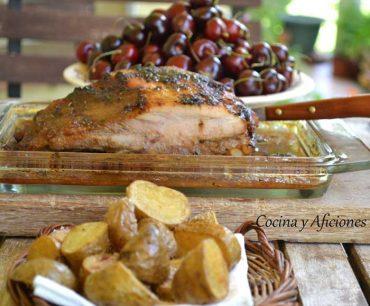 Costillas de cerdo adobadas con salsa  de cerezas «cherry»