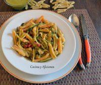 Pasta con pesto de rúcula y verduras, receta