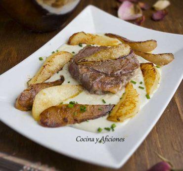 Solomillo de ternera con peras y queso azul Peñasanta, receta paso a paso.
