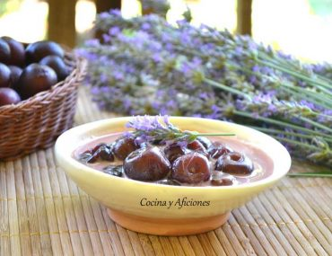 Postre de cerezas con lavanda, receta paso a paso.