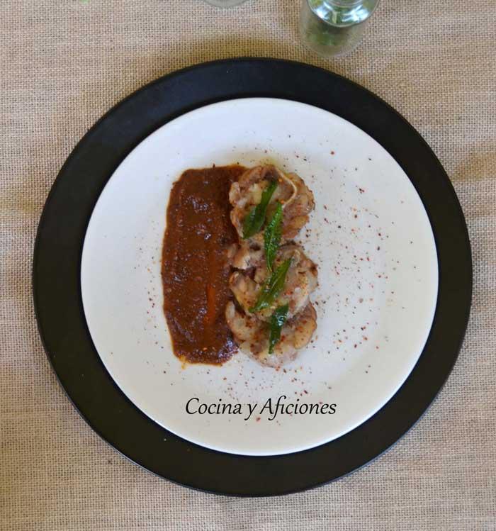 Tapa de manitas de cerdo con salsa vizcaina receta paso a for Cocinar manitas de cerdo