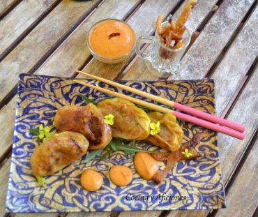 Dimsum de pollo, manzana acompañados de salsa sambal con crujeintes de pollo, receta paso a paso.