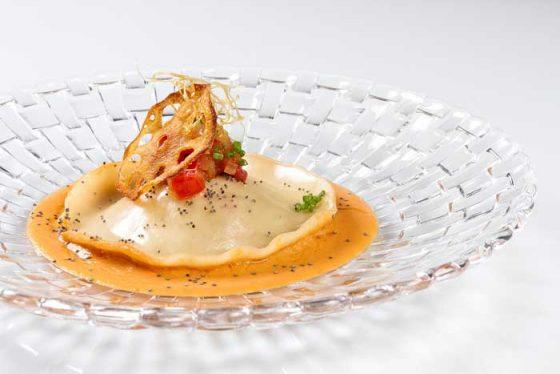 ravioli-de-centollo-y-pepitoria-de-gambas-kitchen-club