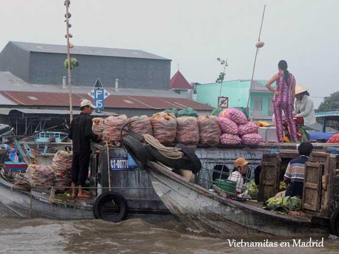 vendedores-mercado-flotante-delta-mekong-cai-rang