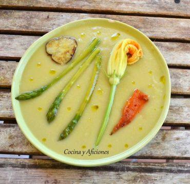 Crema de judías verdes con espárragos y verduras en texturas, receta paso a paso.