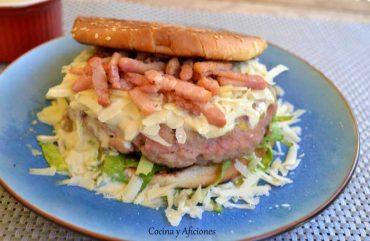 """Hamburguesa """"vitelo tonato"""", receta paso a paso."""