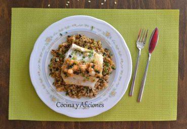 Rosada con pasta y verduras, receta paso a paso.